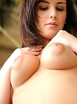Big.Tits Nippels, Zeba shows off her tasty body
