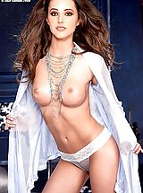 Suze Randall Nippels, Sweet, sexy, naked Erica on Suze.net!