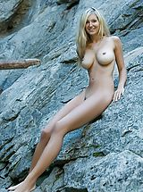 Outdoors Nippels, Corinna - Divine