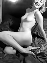 Very Brave Women Who Appear in These Vintage Porn Photos Pose Naked Hot 1930-1940 Antique Porn Photos