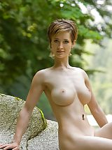 Outdoors Nippels, Femjoy - Silke in Little Frog