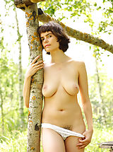 naked babe, Rimma is feeling great posing nude in amazing outdoor