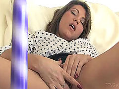 Girlfriends Vids: Lidia gets fucks her new toy