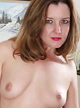 naked wife, MOM Deliliah Stevenson shows off her thick bare tail.