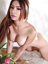 Naked Asian, Aerin
