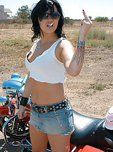 Jeans Nippels, Jezebelle needed a ride, she's used to a hog between her legs this time it was Ryan's.