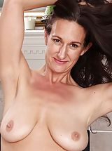 naked wife, Senior rookie Genevieve Crest exposes her trimmed fotze.